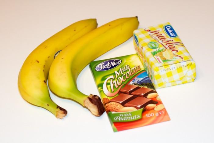 Pržene banane na maslacu prelivene s otopljenom cokoladom i kikirikijem 1