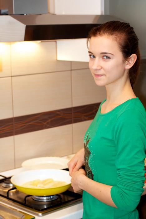 Pržene banane na maslacu prelivene s otopljenom cokoladom i kikirikijem 4