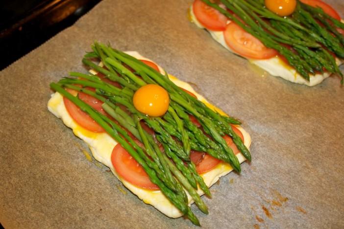 Šparoge na lisnatom tijestu s rajčicom 6