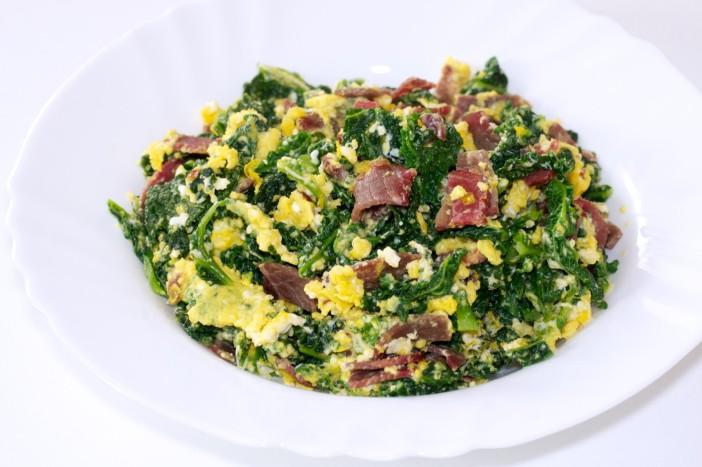 Kelj s jajima i sušenom govedinom za doručak 5