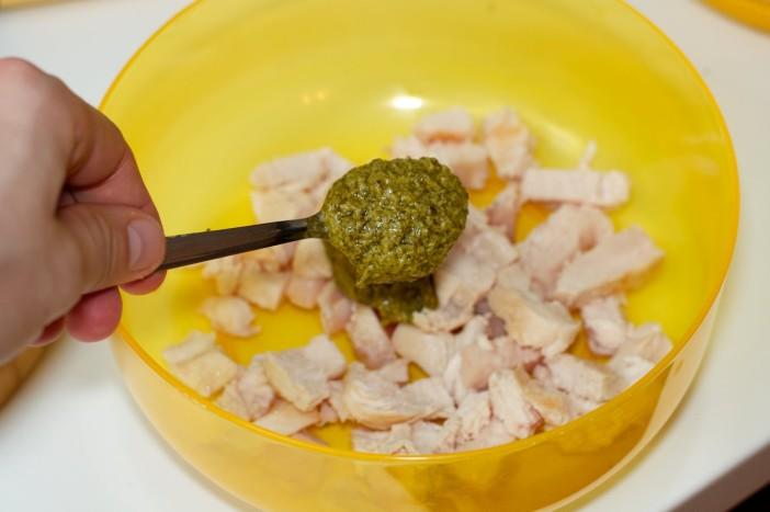 Pesto piletina s keljom rajčicom i lisnatim tijestom 4