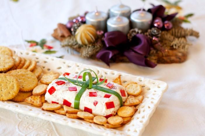 Svjezi sir s prsutom i paprikom prezentiran kao poklon 5