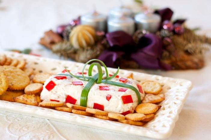 Svjezi sir s prsutom i paprikom prezentiran kao poklon 6