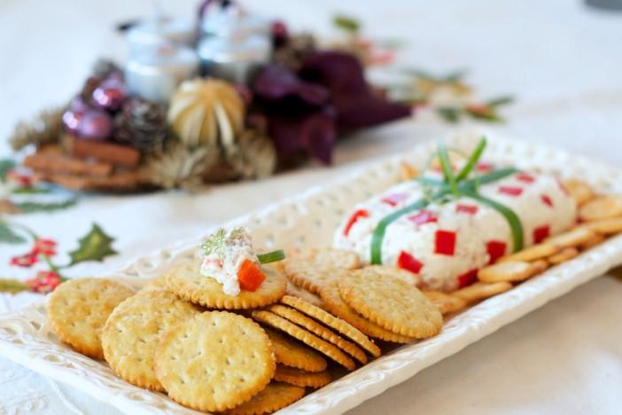 Svjezi sir s prsutom i paprikom prezentiran kao poklon 8