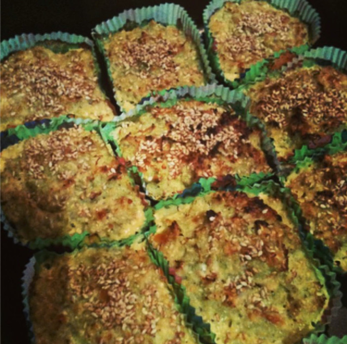 Zeleni muffini od kelja posipani sezamom