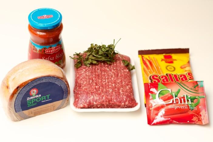chili party mesne okruglice punjene sirom na štapićupunjenom kikirikijem 1
