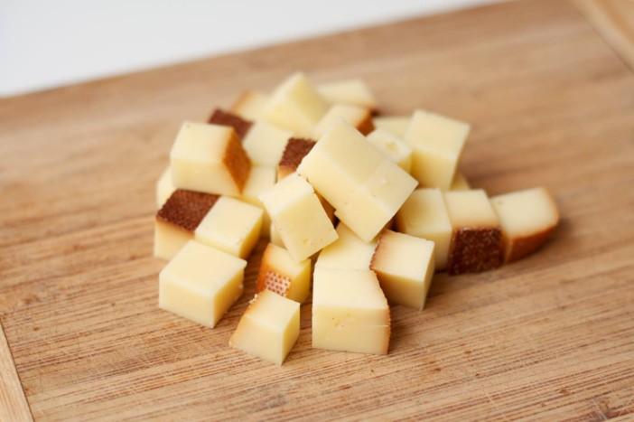 chili party mesne okruglice punjene sirom na štapićupunjenom kikirikijem 2