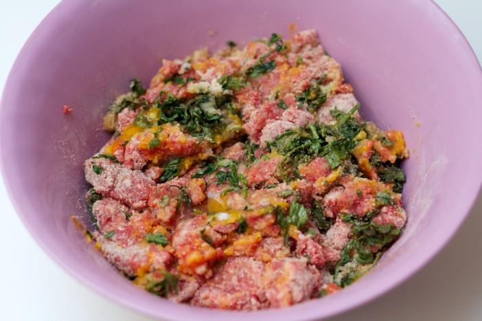 chili party mesne okruglice punjene sirom na štapićupunjenom kikirikijem 6