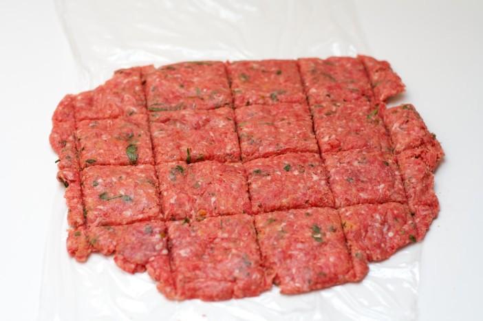 chili party mesne okruglice punjene sirom na štapićupunjenom kikirikijem 8