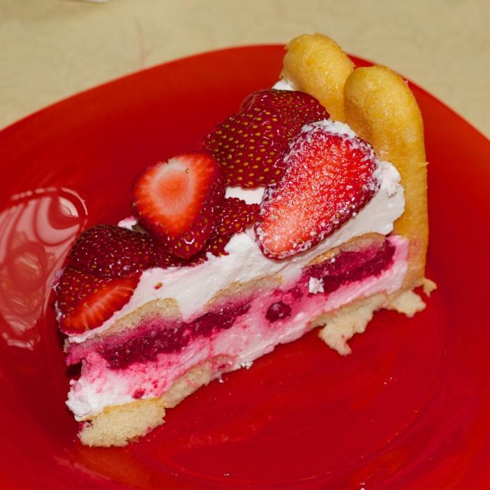 torta od piskota i jagoda