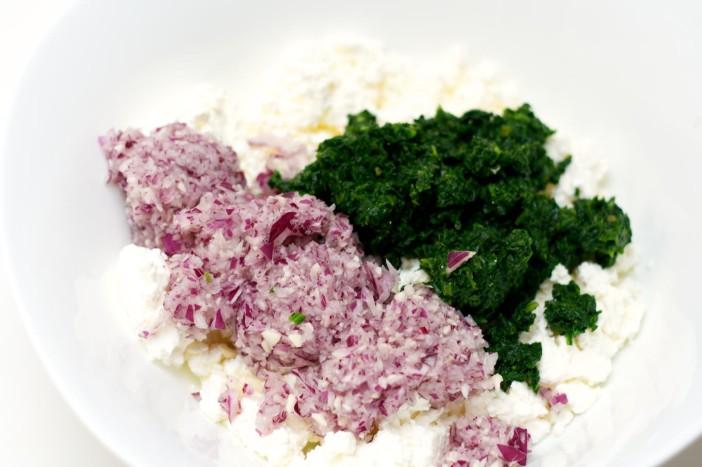Pita punjena mortadelom špinatom sirom lukom i maslinama 3
