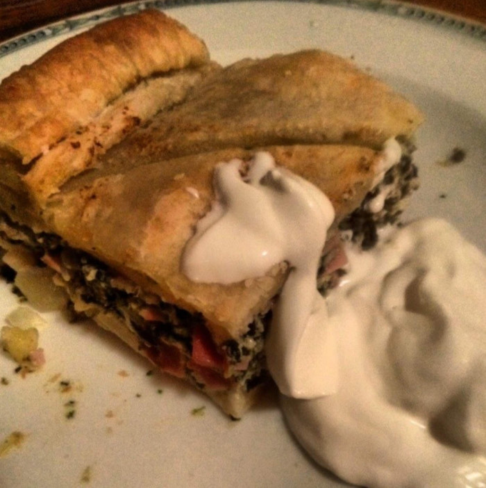 lisnata pita s sirom špinatom i maslinama i mortadelom