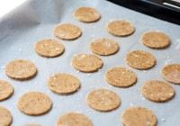 integralni krekeri s plavim siirom i sušenim vrganjima