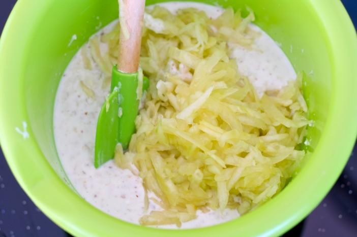 Hladna jogurt juha s krastavcima mljevenim orasima i maslinovim uljem 4