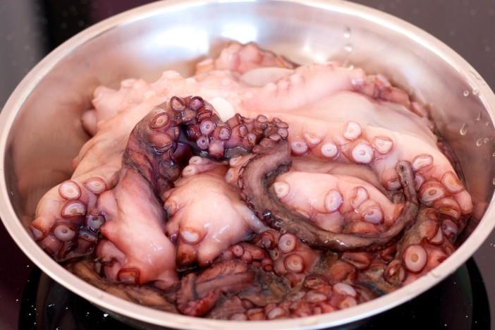 Salata od hobotnice s krumpirima i lukom 1