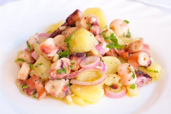 Salata od hobotnice s krumpirima i lukom 6