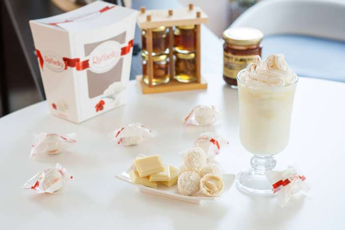 Darkova Web KuharicaRaffaello napitak s bijelom čokoladom i kokosom 6