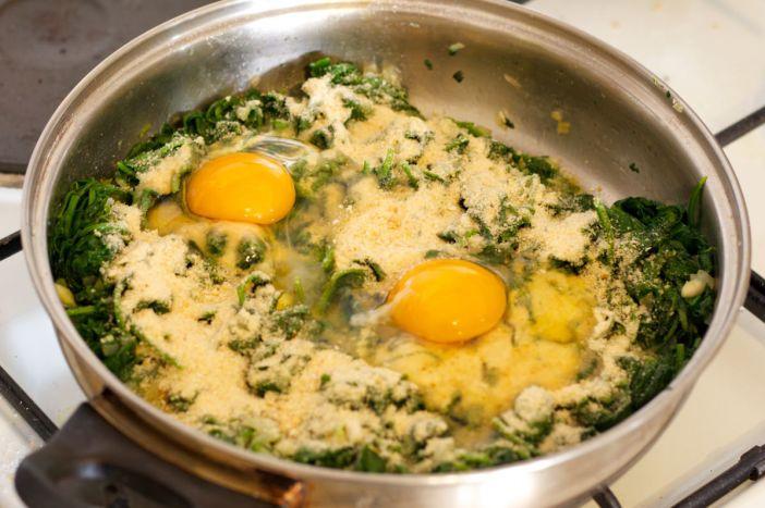 Moje Grne ukrasna štrudla od špinata punjena sirom i kuhanim jajima 9