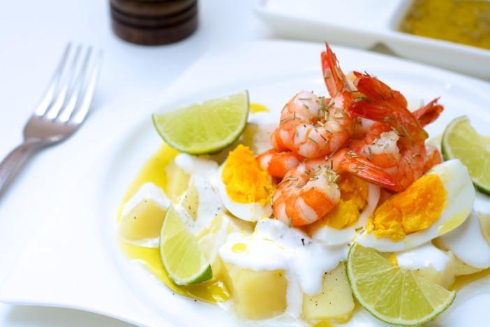 krumpir salata s kozicama i kuhanim jajima darkova web kuharica 6