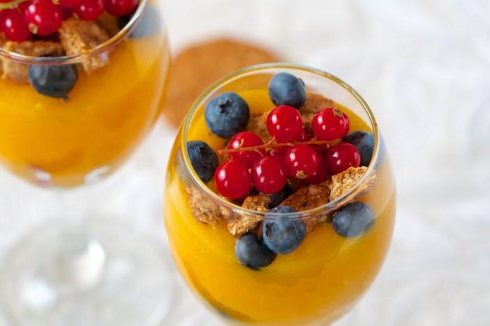 krema od limuna i naranca s borovnicama i keksima darkova web kuharica 5