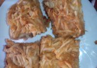 kolač s jabukama i grizom