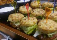 mini hamburgeri od sirnih krekera