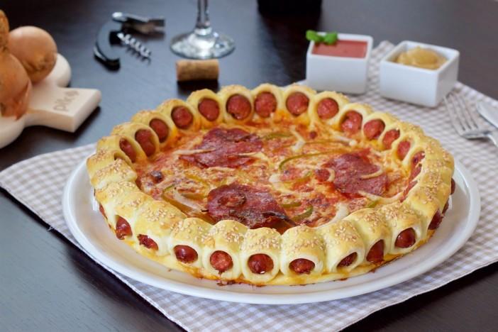pizza s korom od kobasica