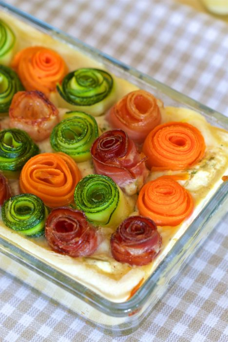 tart s ružama od povrća i slanine