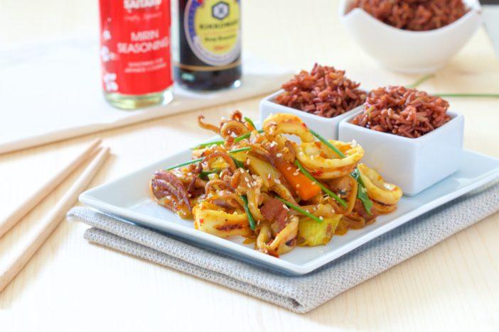 korejski stir-fry s lignjama i svinjetinom