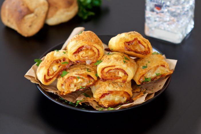 lisnate rolice punjene trajnom salamom i mozzarella sirom