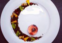 artistički desert s slatkom žele kapčjicom