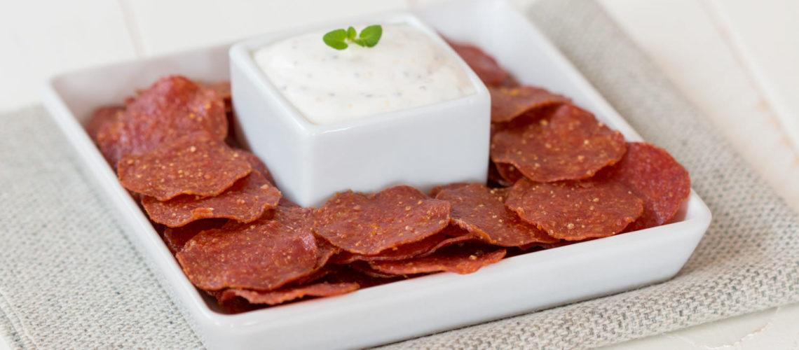 hrskavi čips od trajne salame