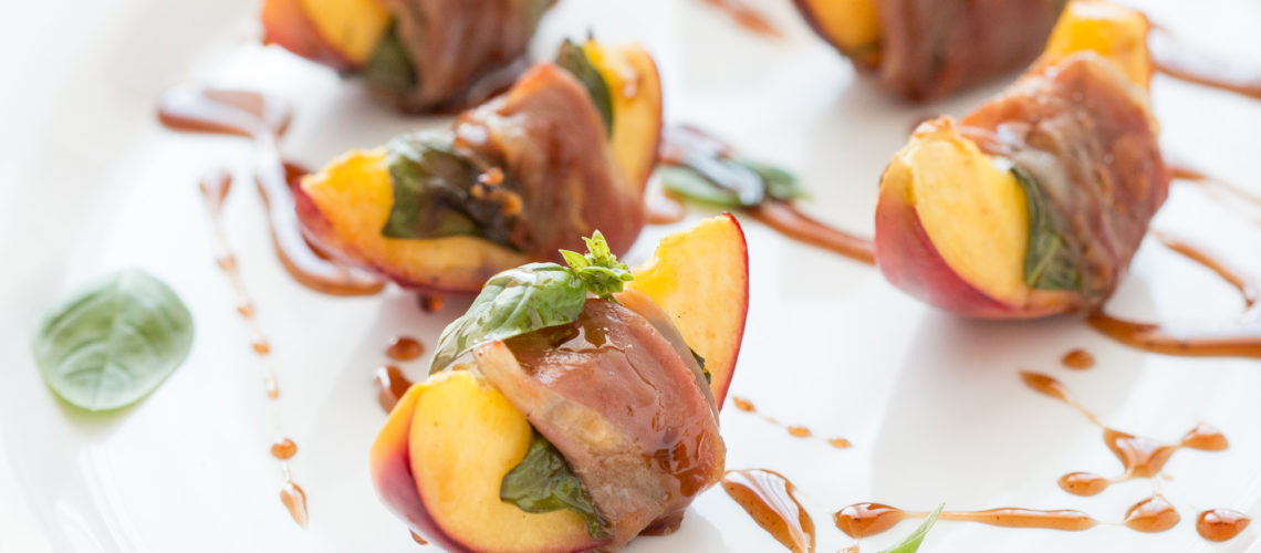 nektarine omotane s pršutom s roštilja