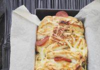 domaći trgajući kruh punjen sirom i suhomesnatim narescima