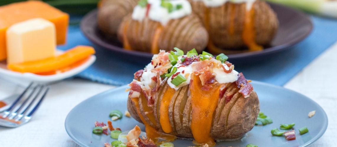 hasselback krumpiri sa slaninom i cheddarom