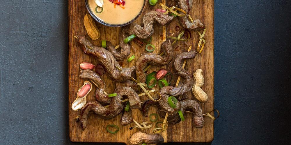 Umak od kikiriki maslaca koji se ne kuha uz juneće ražnjiće