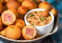 mini corn dog zalogaji s pikantnim umkaom recikliraj s inom