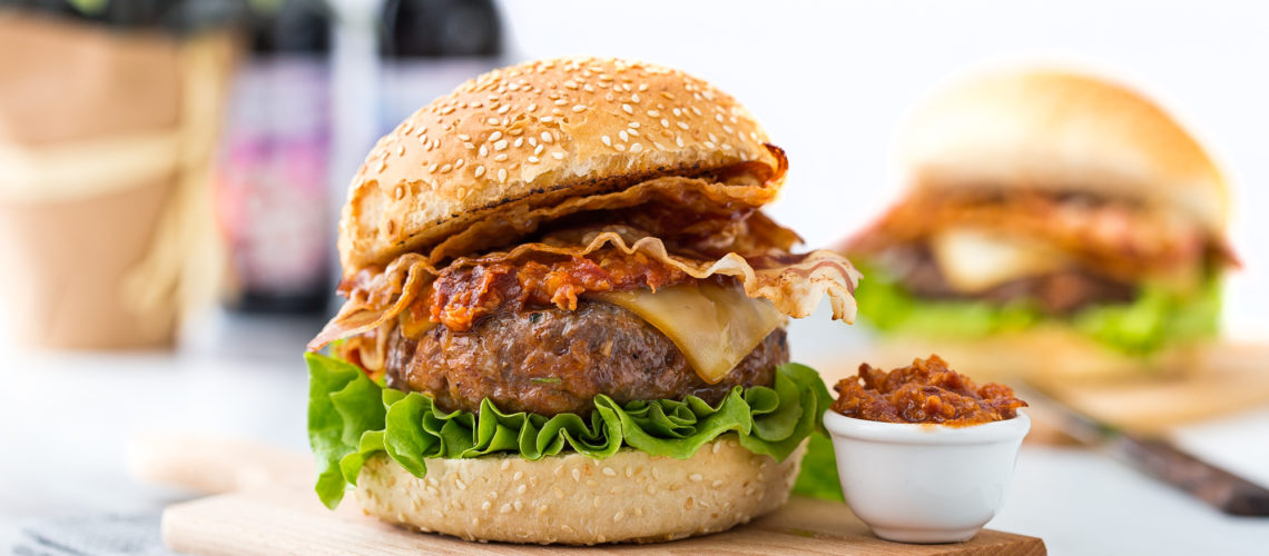 Ultimativni mesni burger sa slaninom