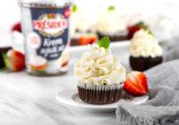 Cupcake s krem sirom i jagodama Darkova Web Kuharica Dukat Presiden krem svježi sir recept
