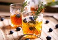 burbon i borovnice koktel