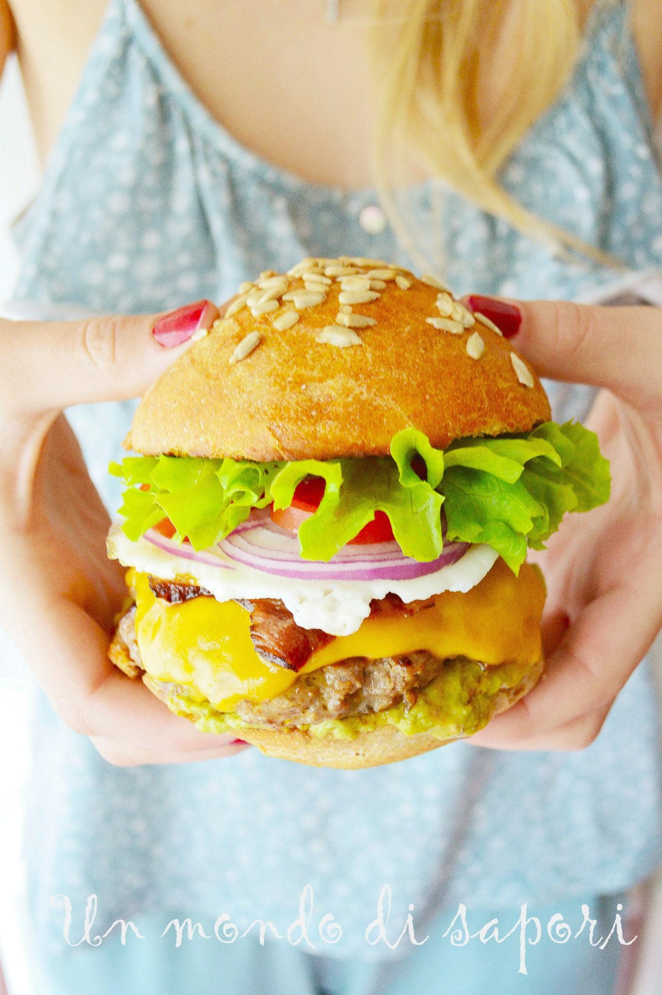 Un Mondo Di Sapori cheeseburger s majonezom od avokada