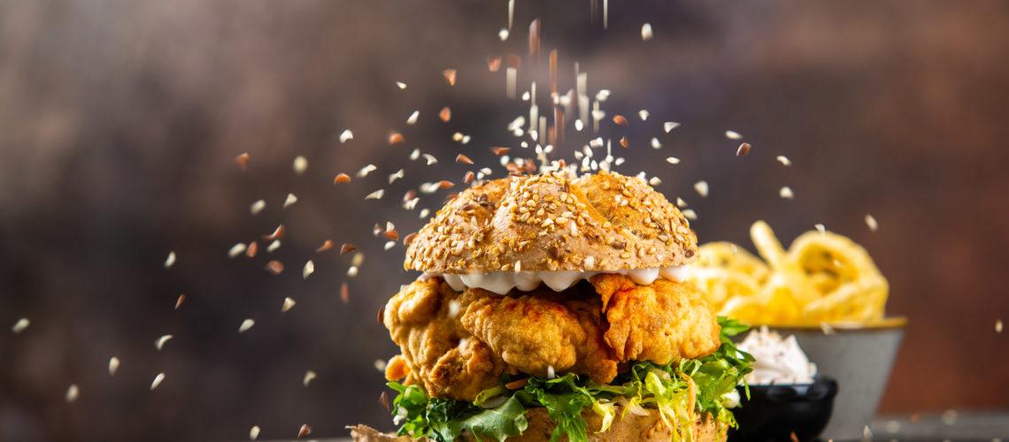 burger sa sezamom i piletinom