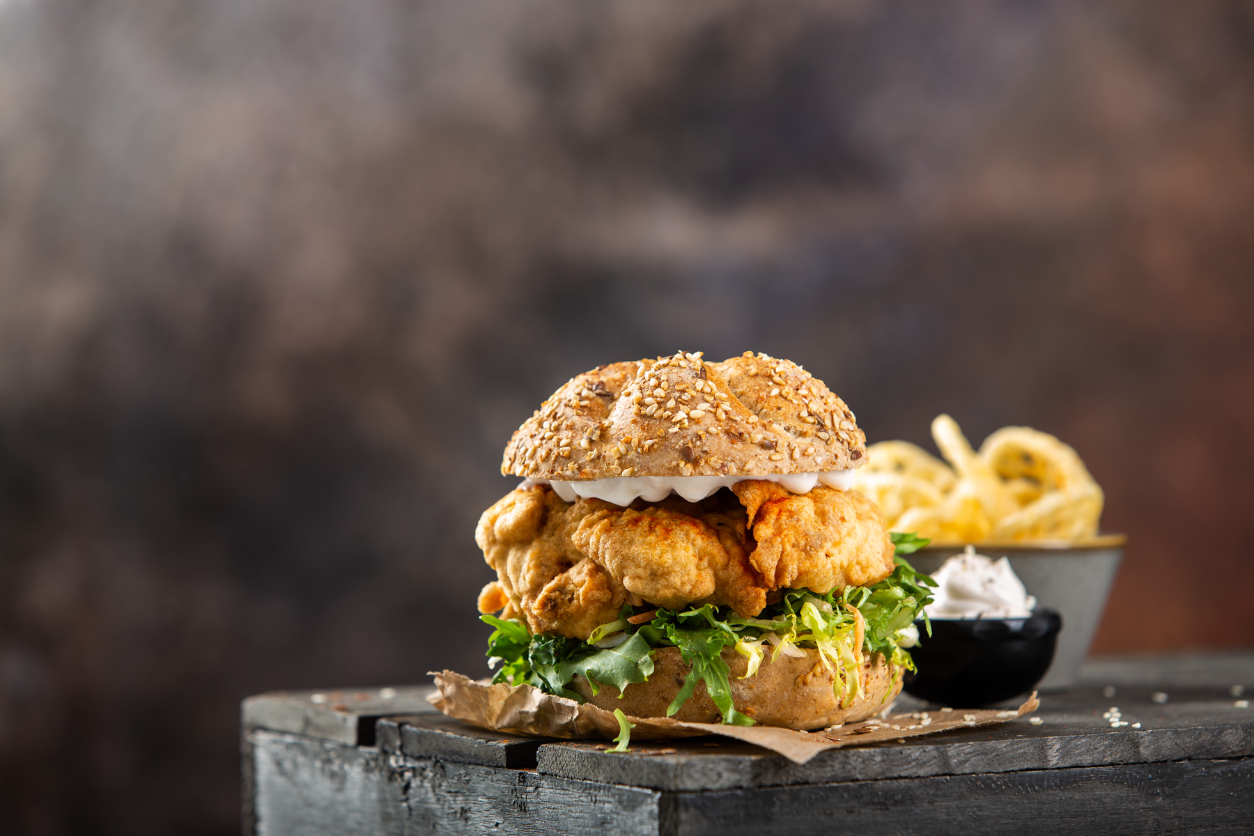 Burger s pohanom piletinom u tempuri