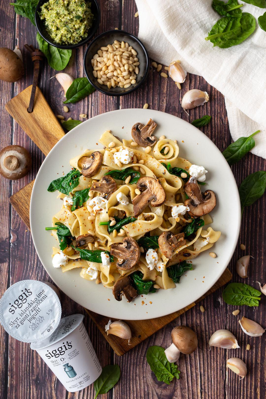 široki rezanci s gljivama i špinatom recept