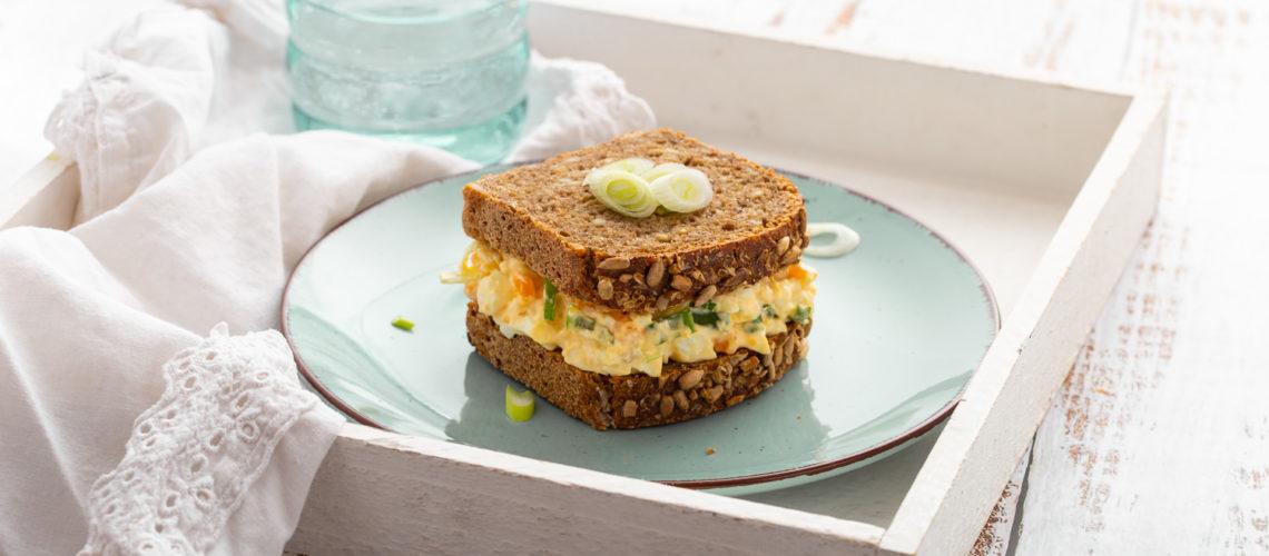 Sendvič sa hladnom salatom od kuhanih jaja i mladog luka recept Darkova web kuharica