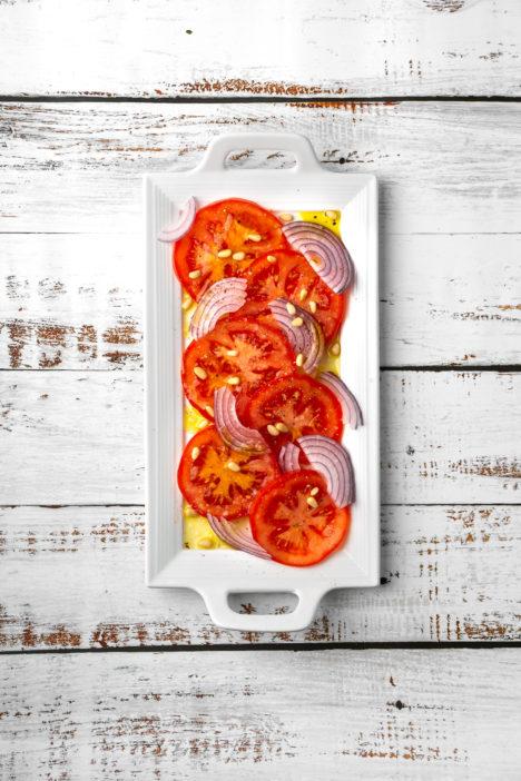 salata od rajčice s pinjolima