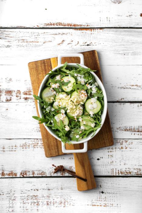 krastavci s vrhnjem na salatu